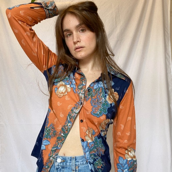 Vintage Funky Floral Orange/Blue 70s Wing Tip Top